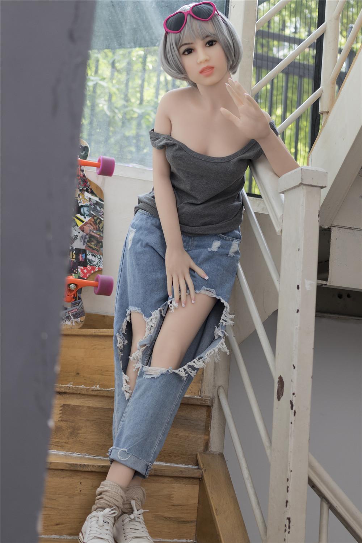 Galerie Christine Kleine Brust Sexpuppe mit silbernem Haar